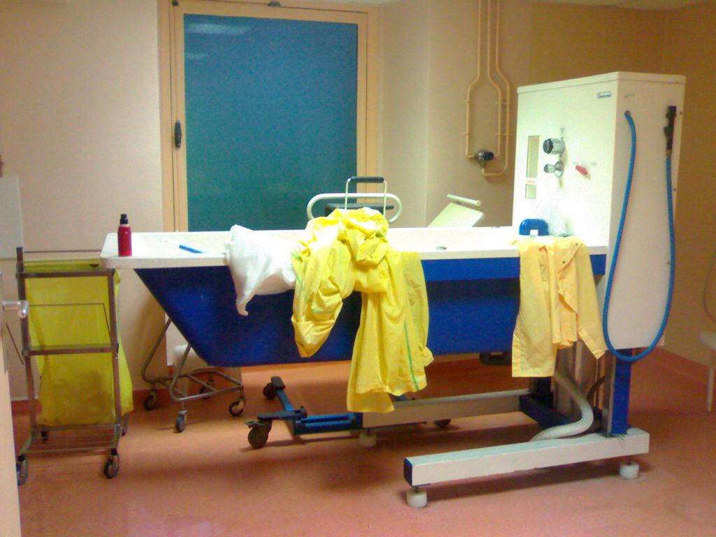 Souvenir d'hôpital, 2007-2011, installation of 42 photographs 12x15 cm each, detail