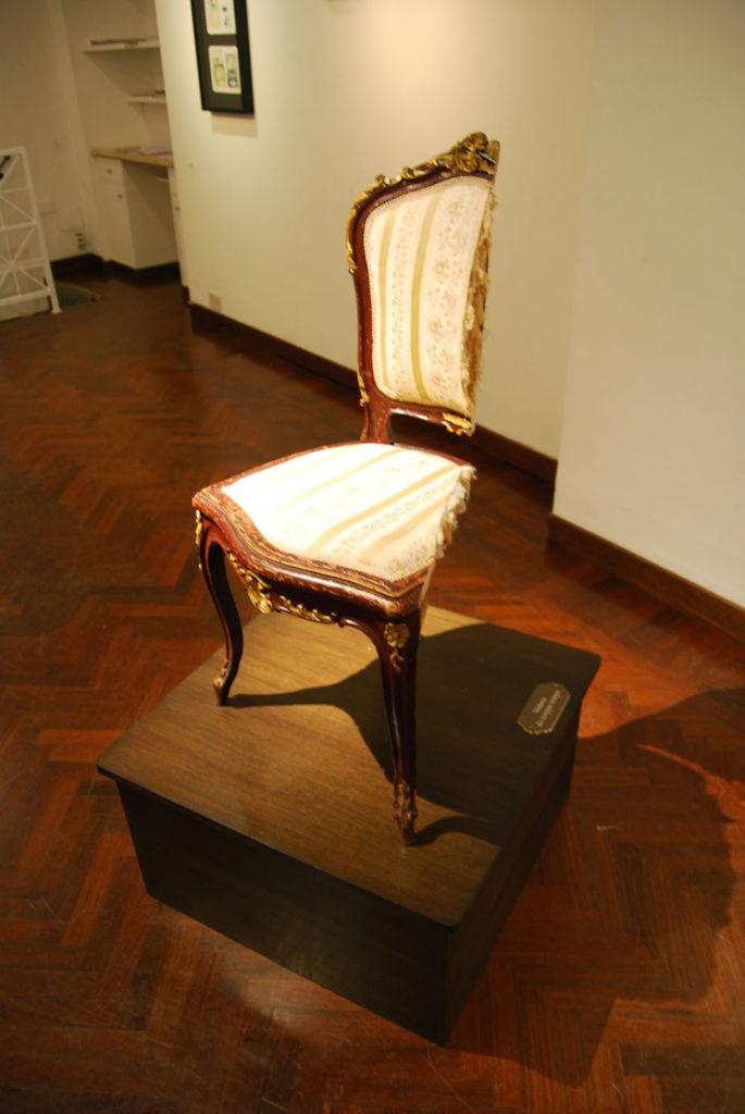 Vedova da troppo tempo, 2009, cut chair, wooden base